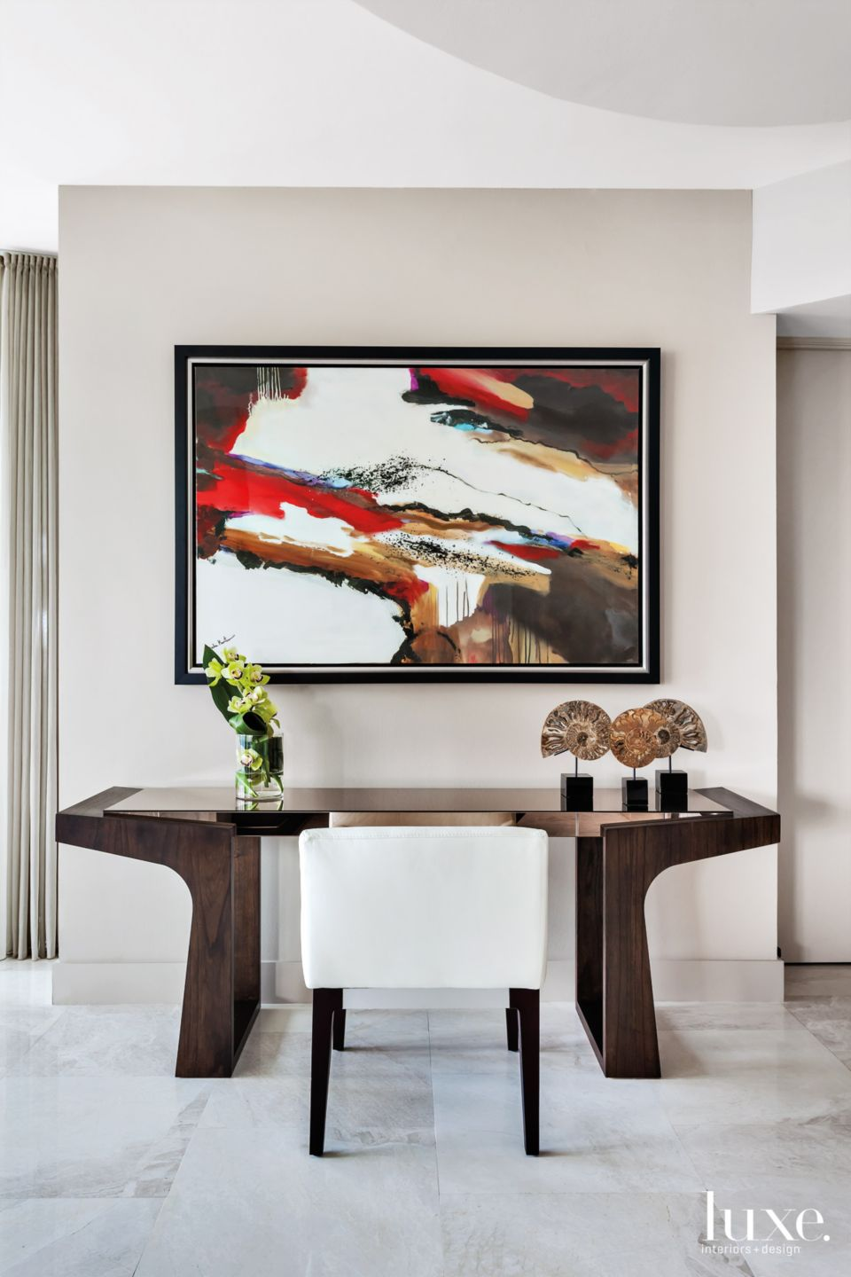 Pops of Art in Neutral Fort Lauderdale Condo
