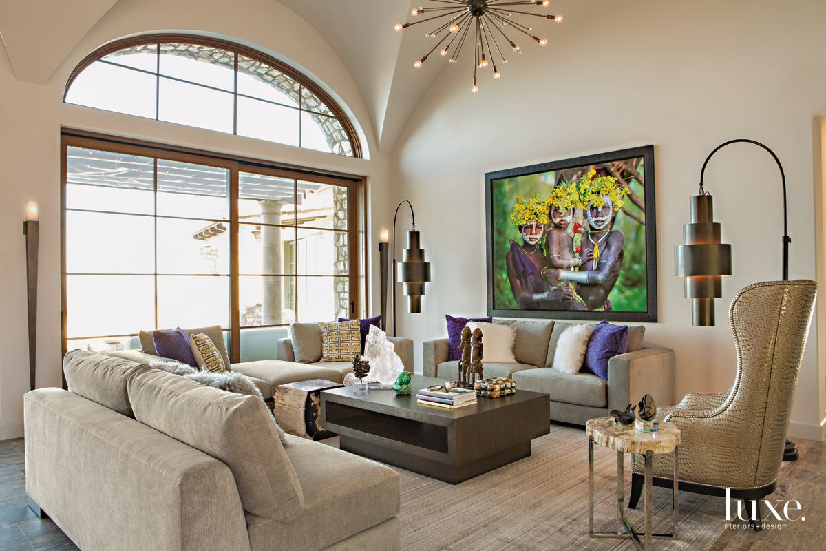 Sculptural Drama in Modern San Diego Living Room