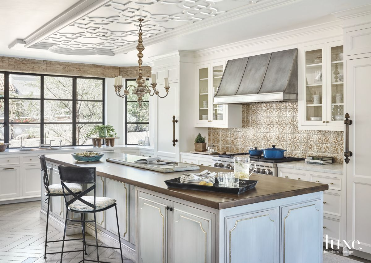 Traditional Kitchen in Fashionable Paradise Valley Home