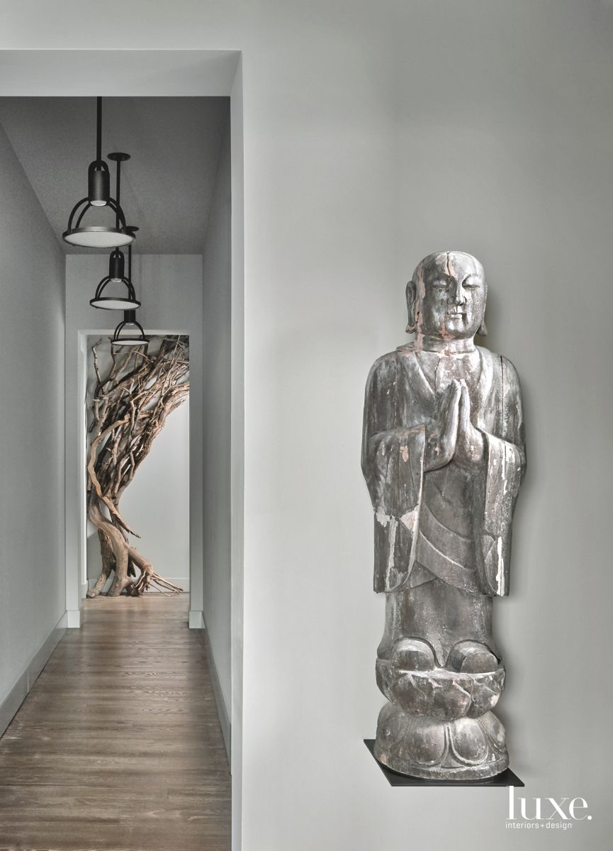 Bold Hallway in Contemporary Chicago Condo