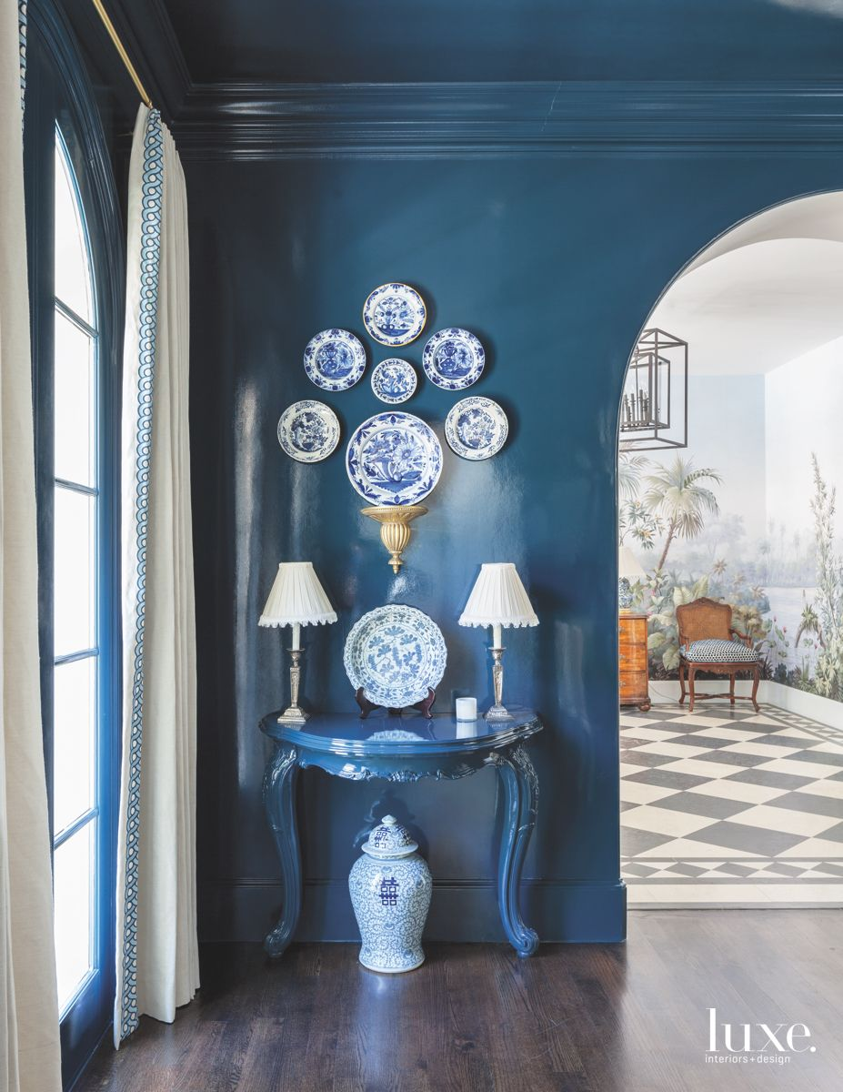 Lacquered Walls Add Drama to Traditional Dallas Dining Room