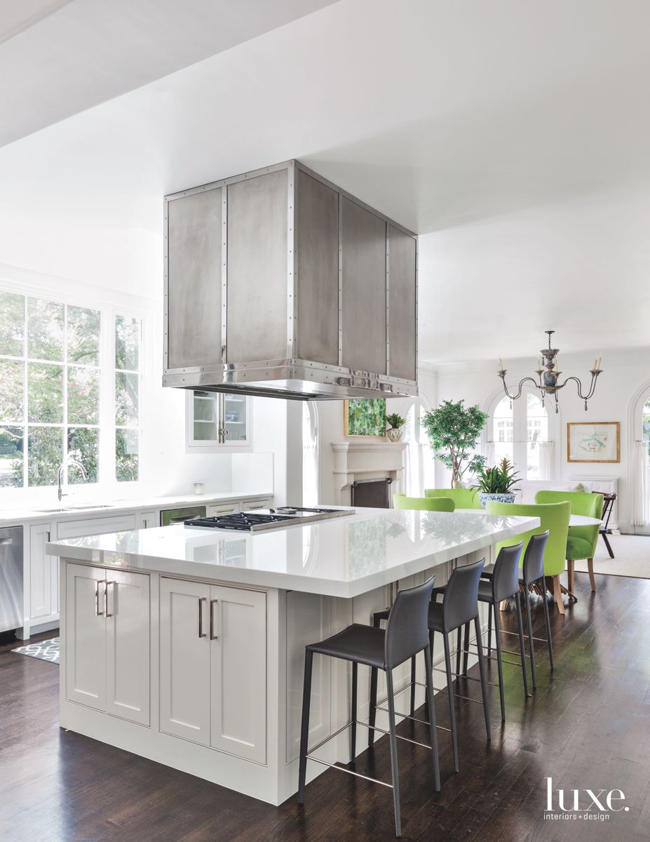 Gleaming White Kitchen in Traditional Dallas Home