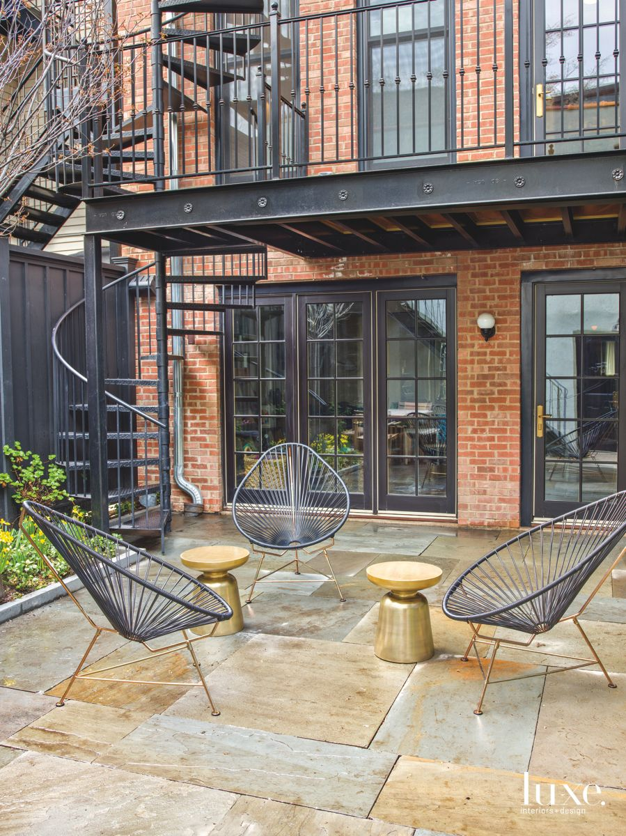 Spiral Staircase Adds Personality to Brick & Bluestone Chicago Courtyard