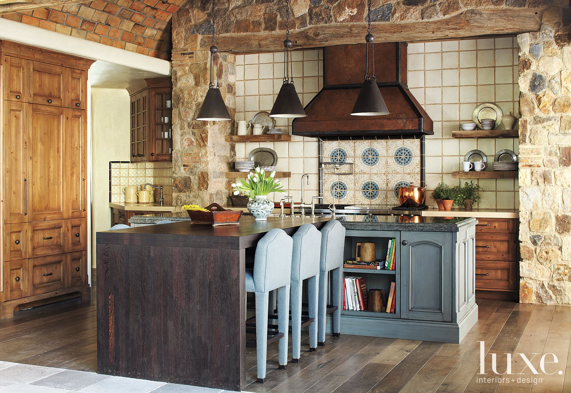 Neutral Mountain Kitchen with Rustic Finishes