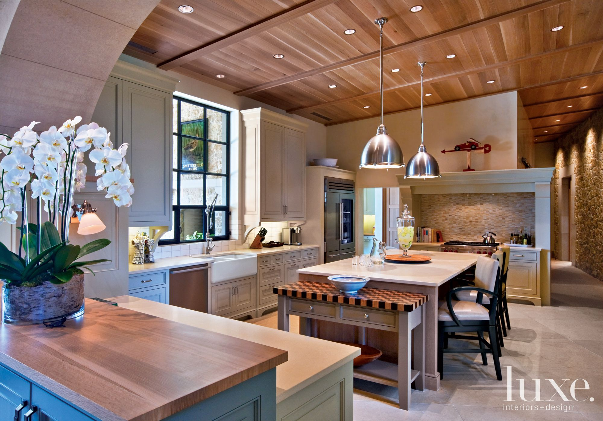 Neutral Country Kitchen with Breakfast Island