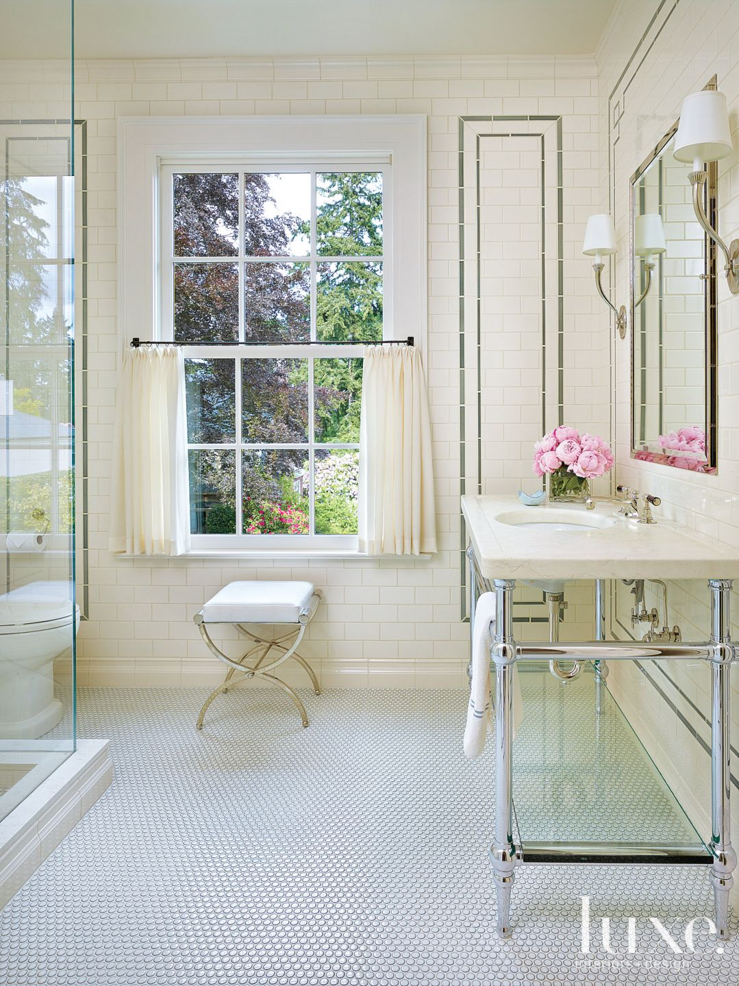 Traditional Cream Bathroom with Tile Walls