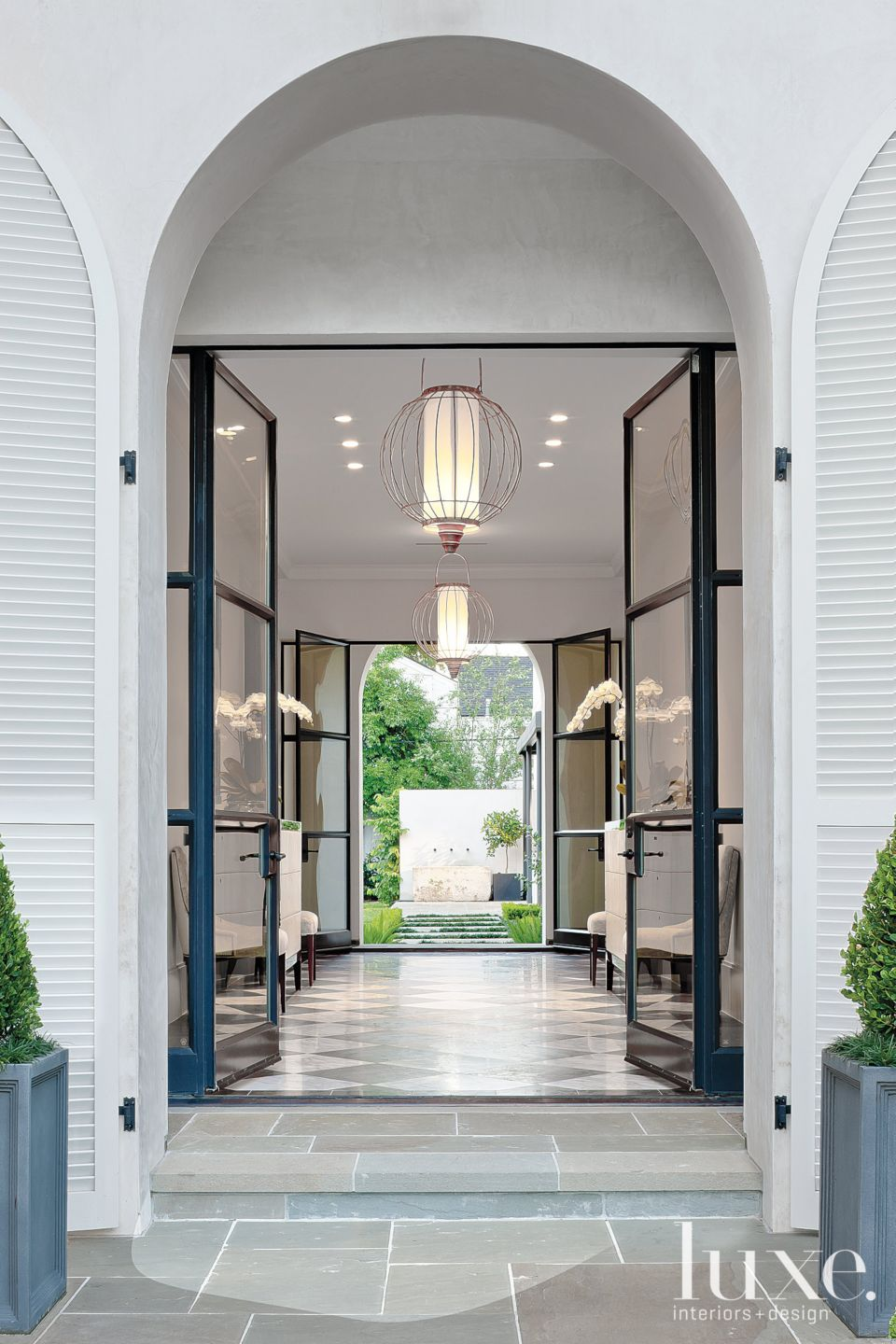 Regency-Style Expansive Front Entry