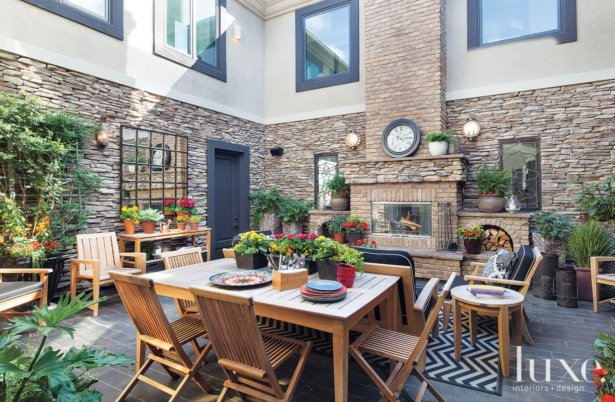 Multifunctional Contemporary Outdoor Courtyard with Stone Veneer