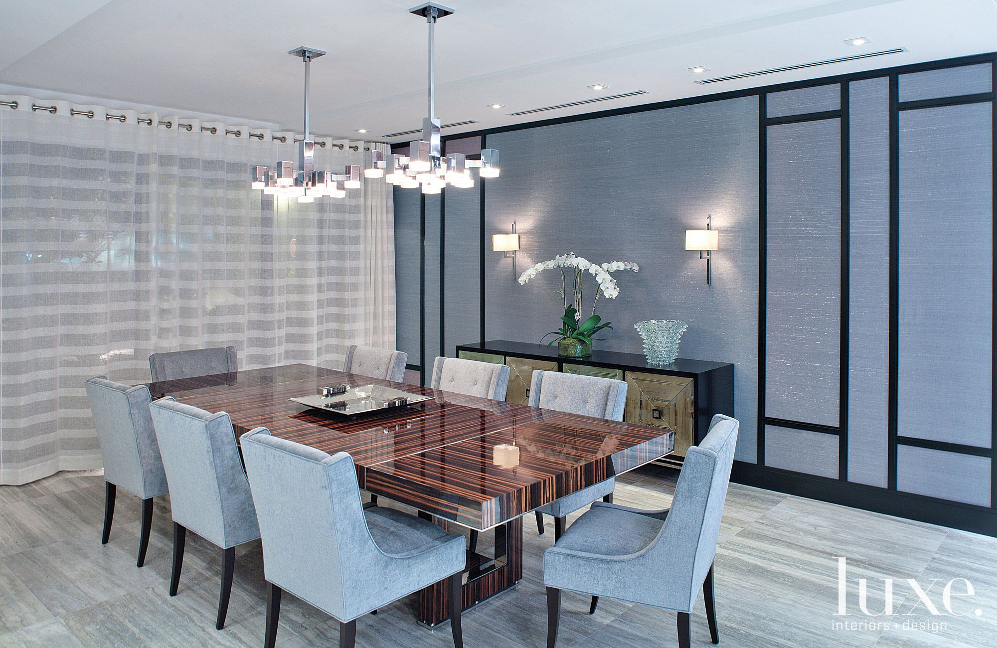 Modern Dining Room With Grass Cloth Accent Wall Luxe Interiors Design