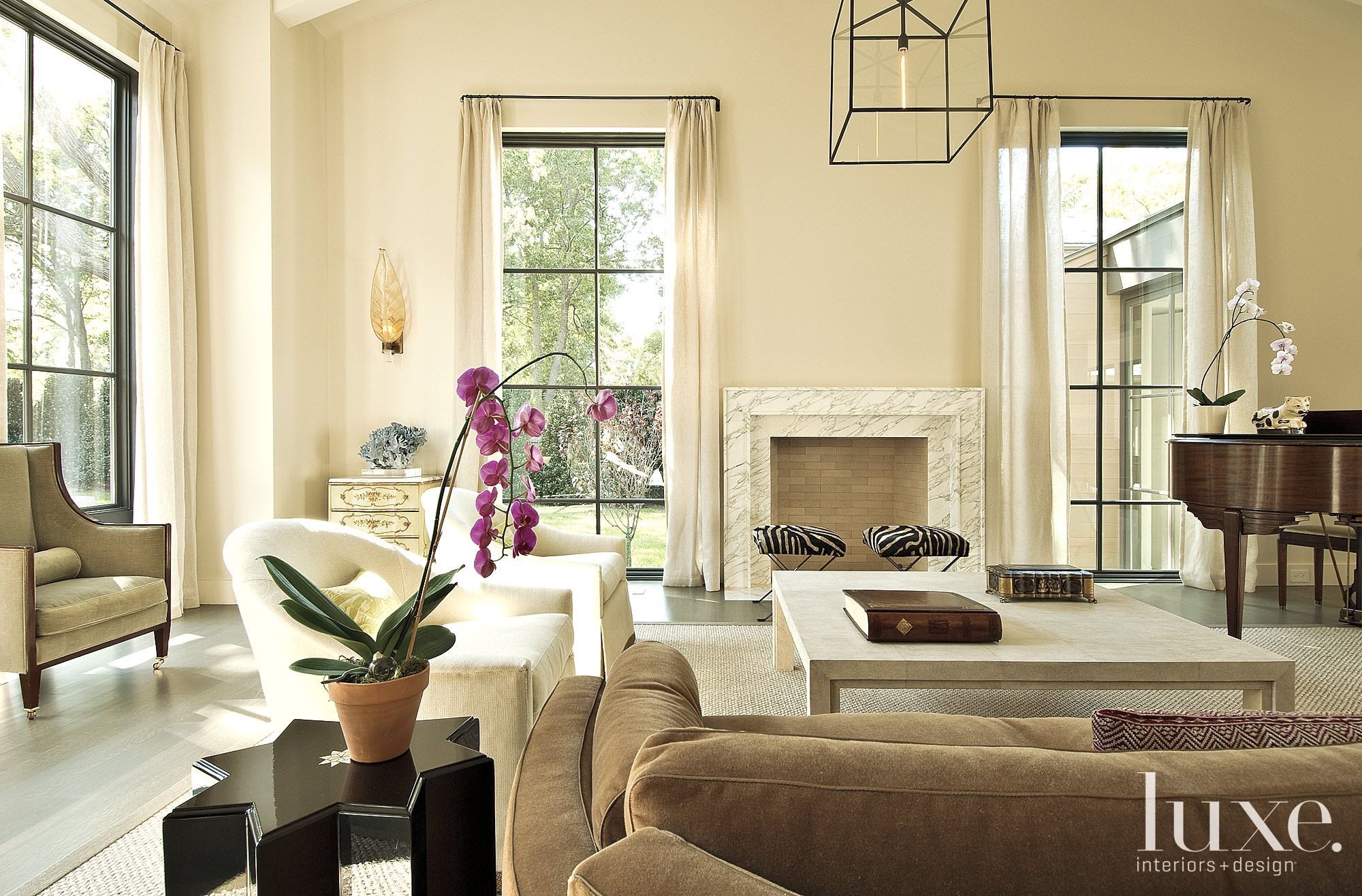 Transitional Simple Living Room