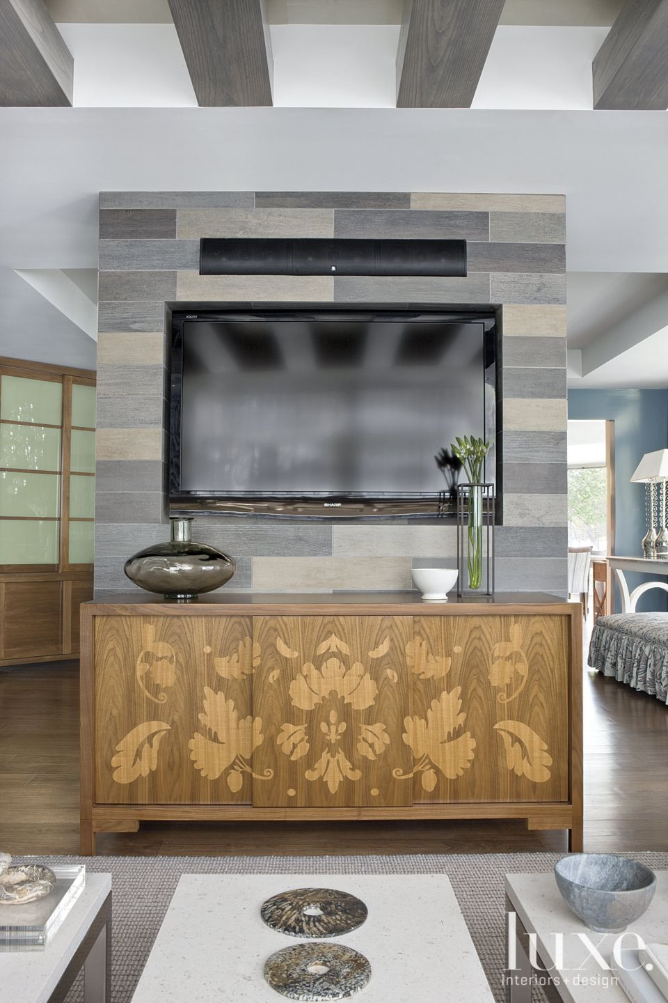 Contemporary Gray Living Room Dividing Wall