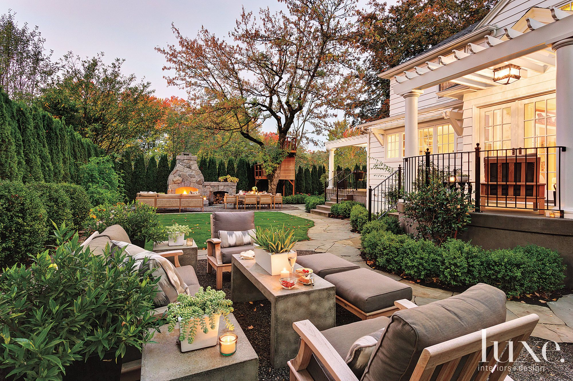 Transitional Neutral Outdoor Entertaining Space with Bluestone Paths