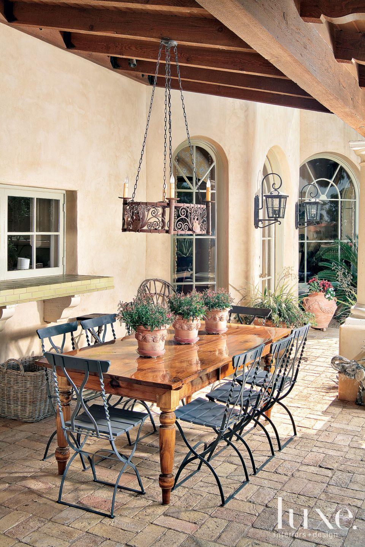 Mediterranean Outdoor Dining Area