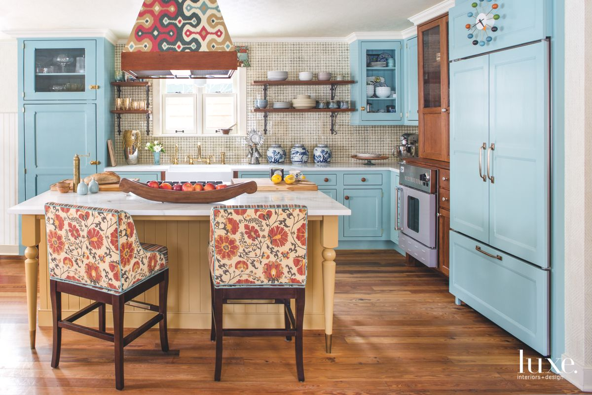 Colorful Layers to the Lively Kitchen