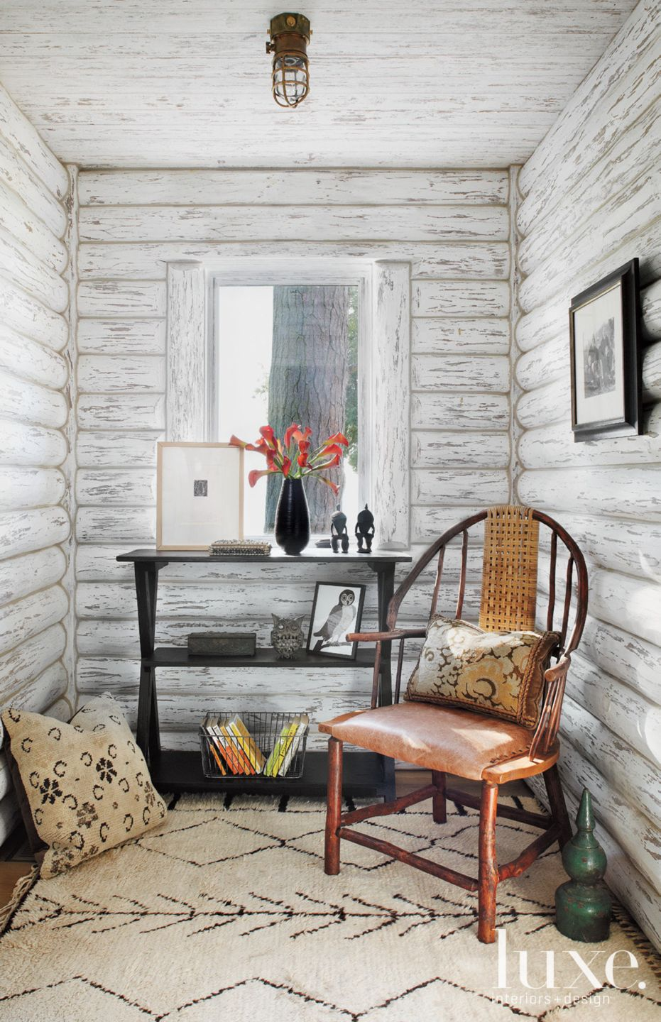 Country White Entry Sitting Area