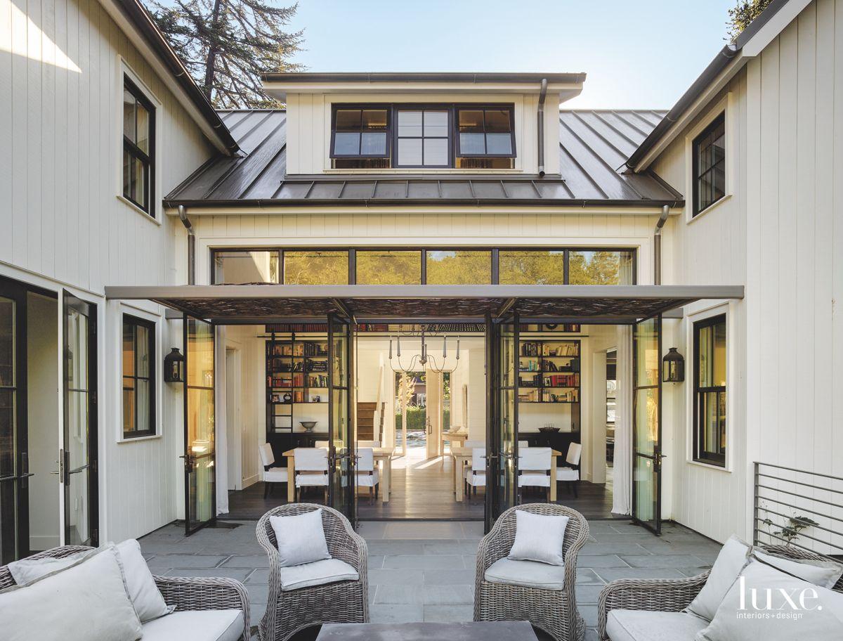 U-Shaped Bay Area Courtyard with Glass