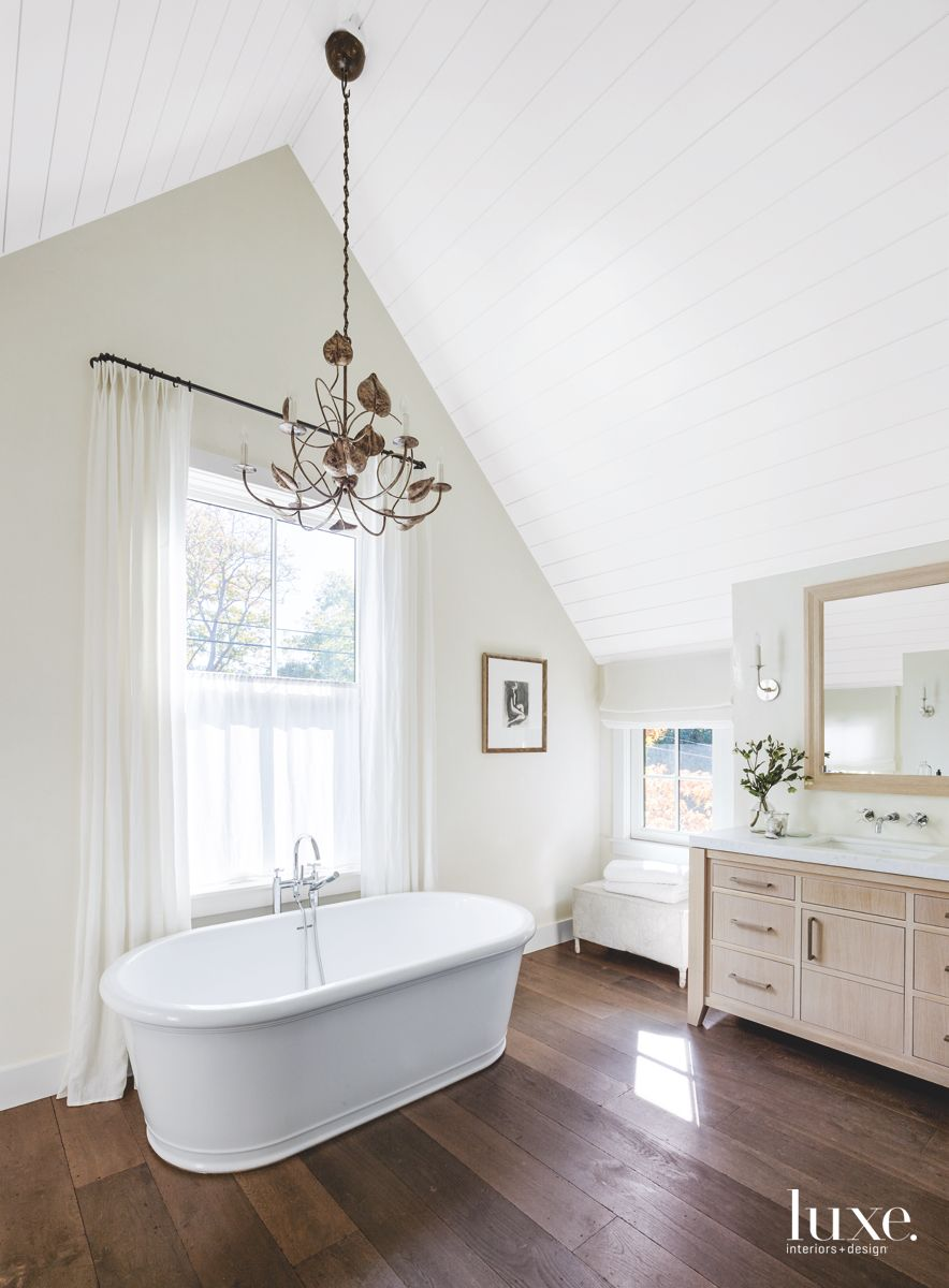 High-Ceilings Bathroom with Wooden Floor and Large Tub