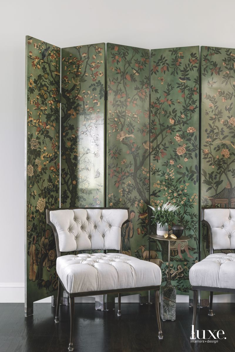 Hand-Painted Chinese Style Bamboo Green Screen with Modern Chairs