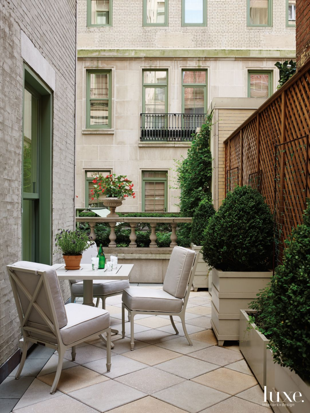 Contemporary Neutral Terrace with Dining Space
