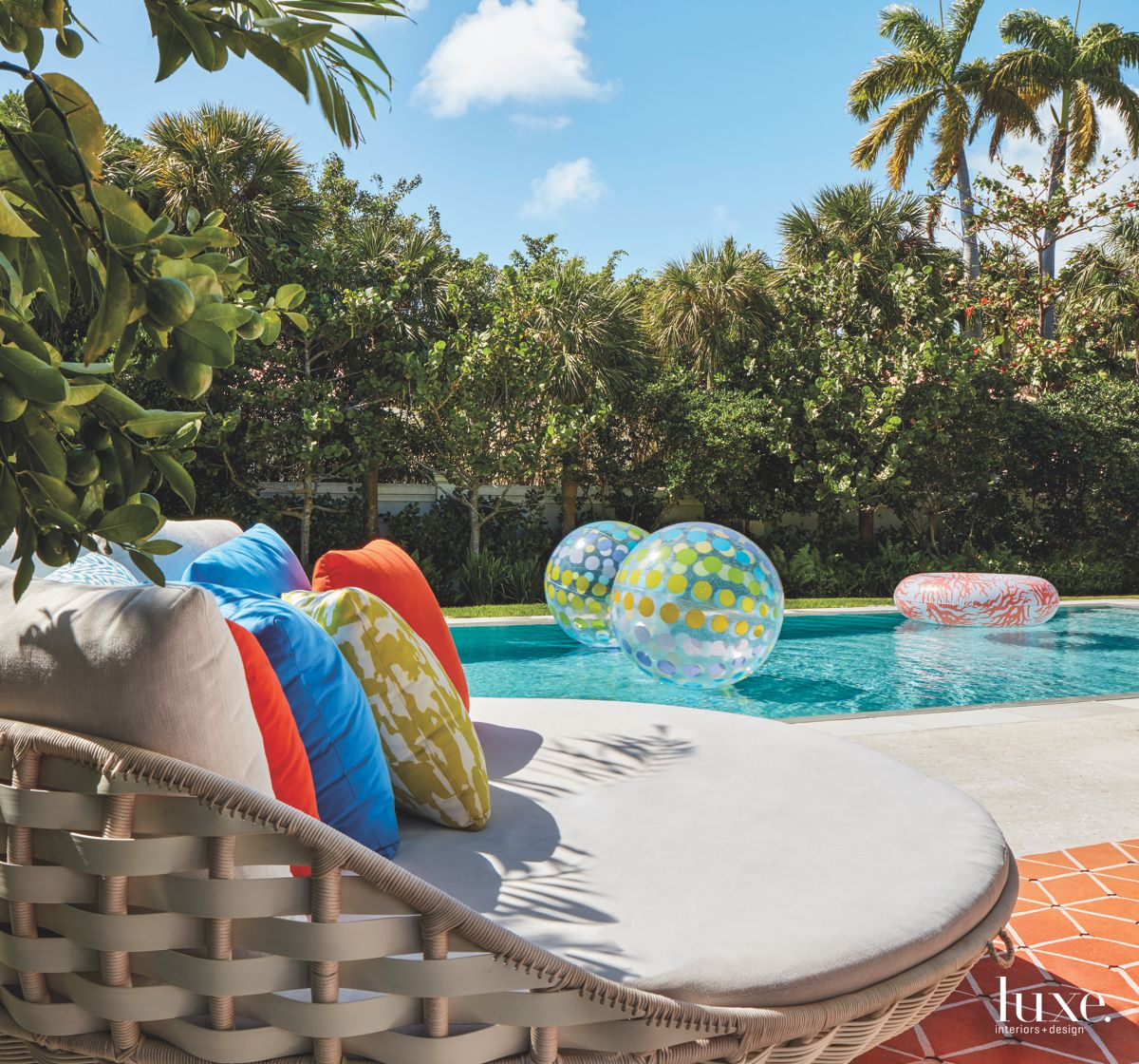 Comfortable Lounge Outdoor Patio Pool