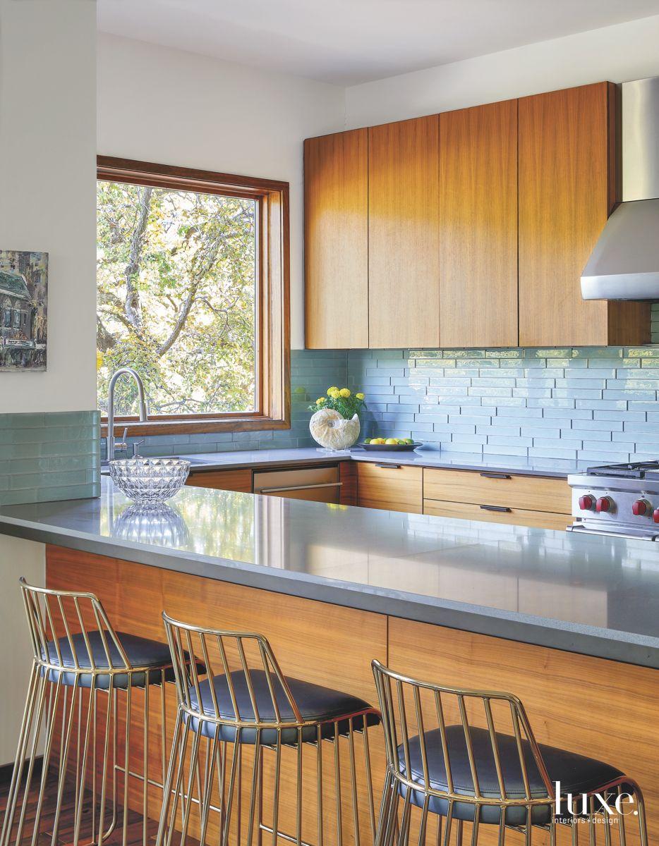 Modern Stool Kitchen Island with Rectangular Kitchen Backsplash