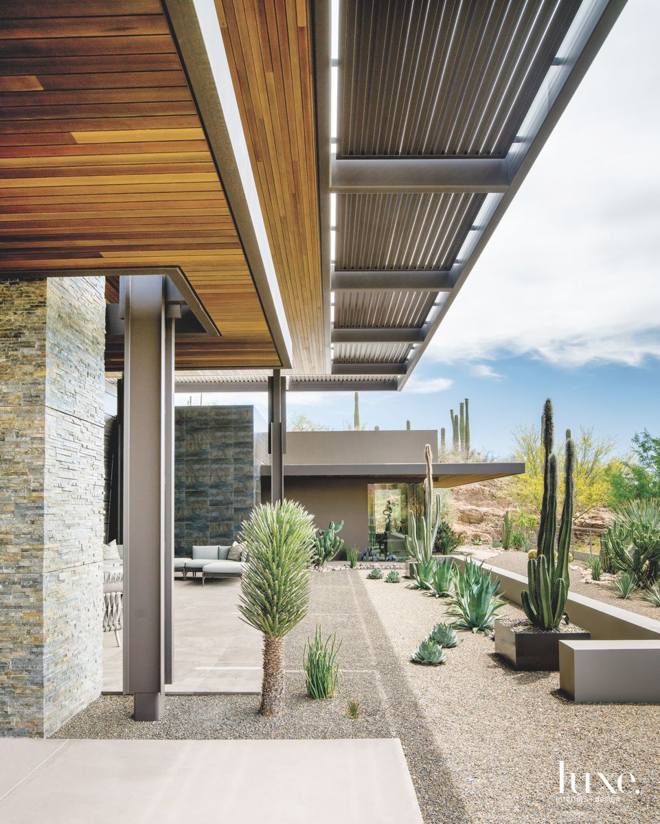 Home Sculpted into the Santa Catalina Mountains