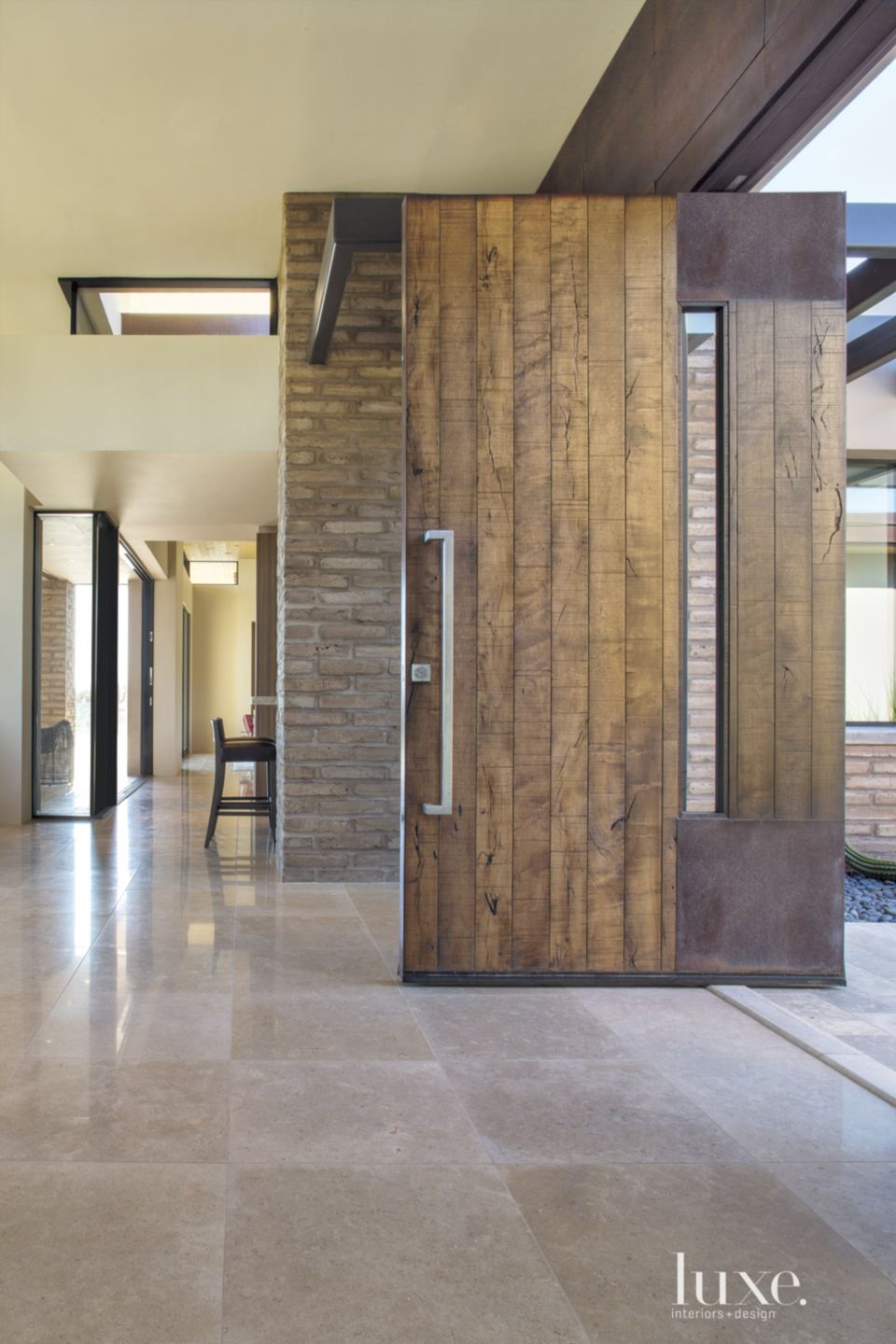 Contemporary Neutral Entry with Mud Brick Walls