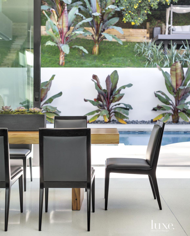 Modern Indoor-Outdoor Dining Room