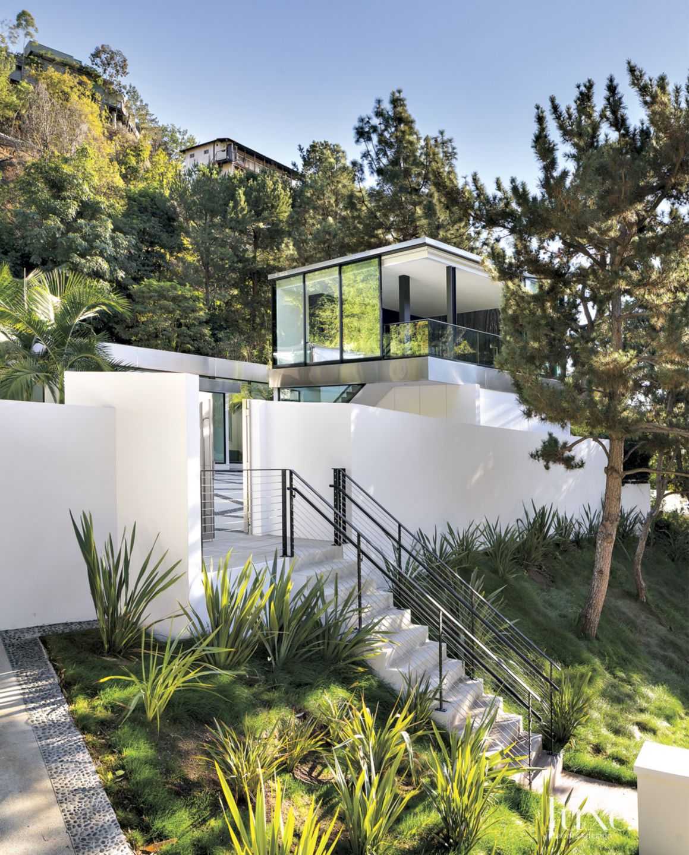 Modern White Entry Staircase