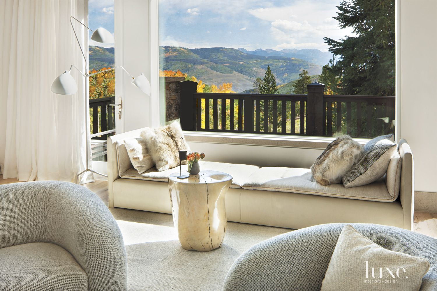 White Mountain Living Room Daybed