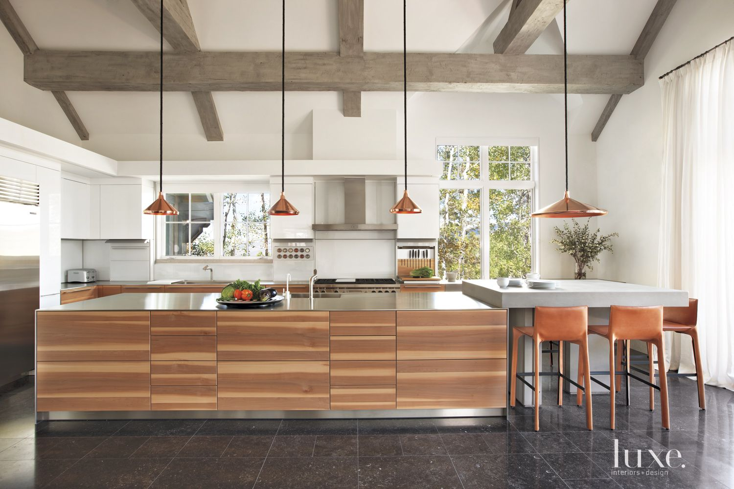 White Mountain Kitchen with Applewood Cabinetry