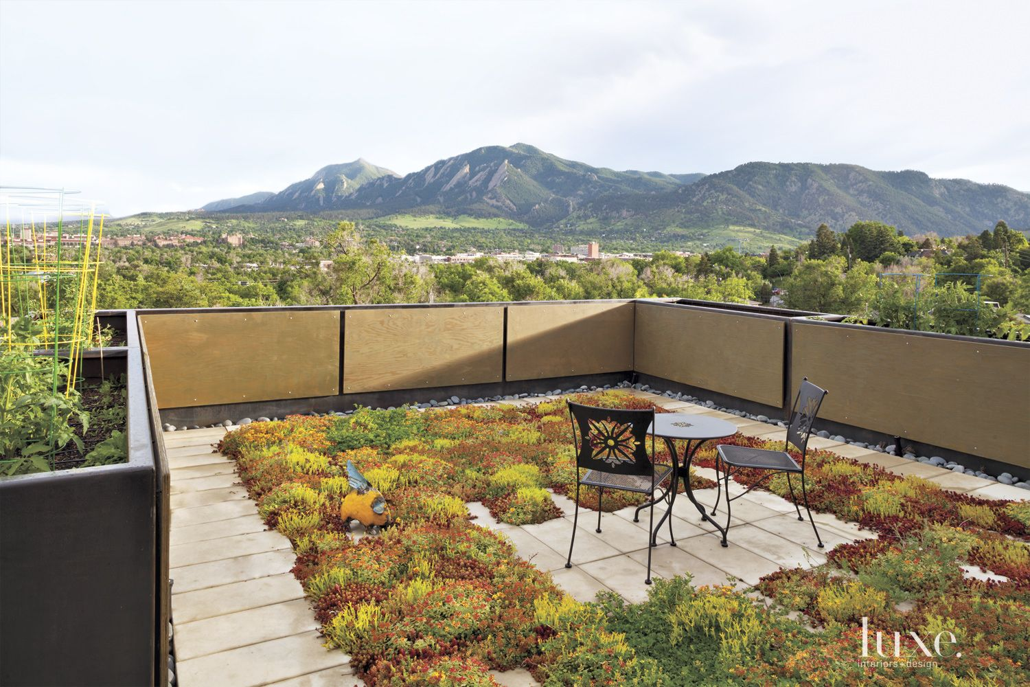 Contemporary Neutral Rooftop Garden with Mountain Views