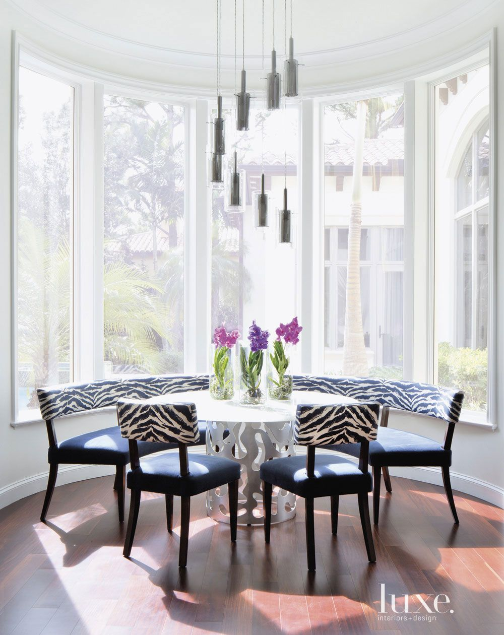 Contemporary White Bay Window Breakfast Nook