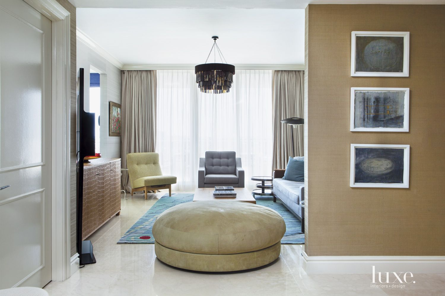 Contemporary Brown Family Room Entry