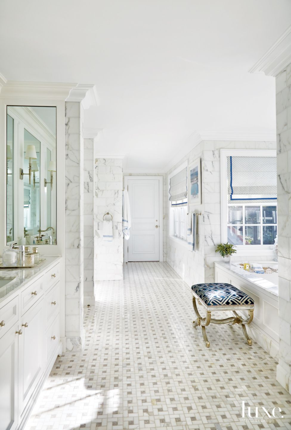 Traditional White Bathroom with Marble Wall Tiles