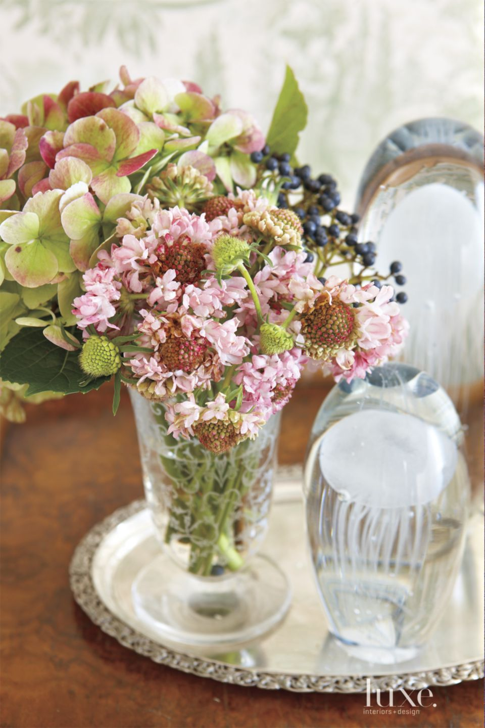 Neutral Table Detail with Bouquet