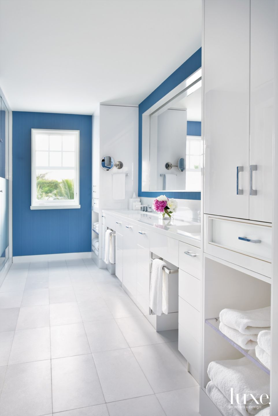 Contemporary White Master Bathroom with Double-Vanity