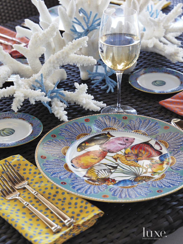 Contemporary Outdoor Dining Area Tableware