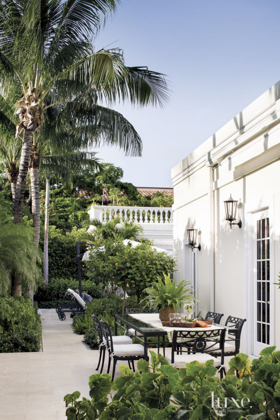 Traditional Cream Outdoor Dining Area