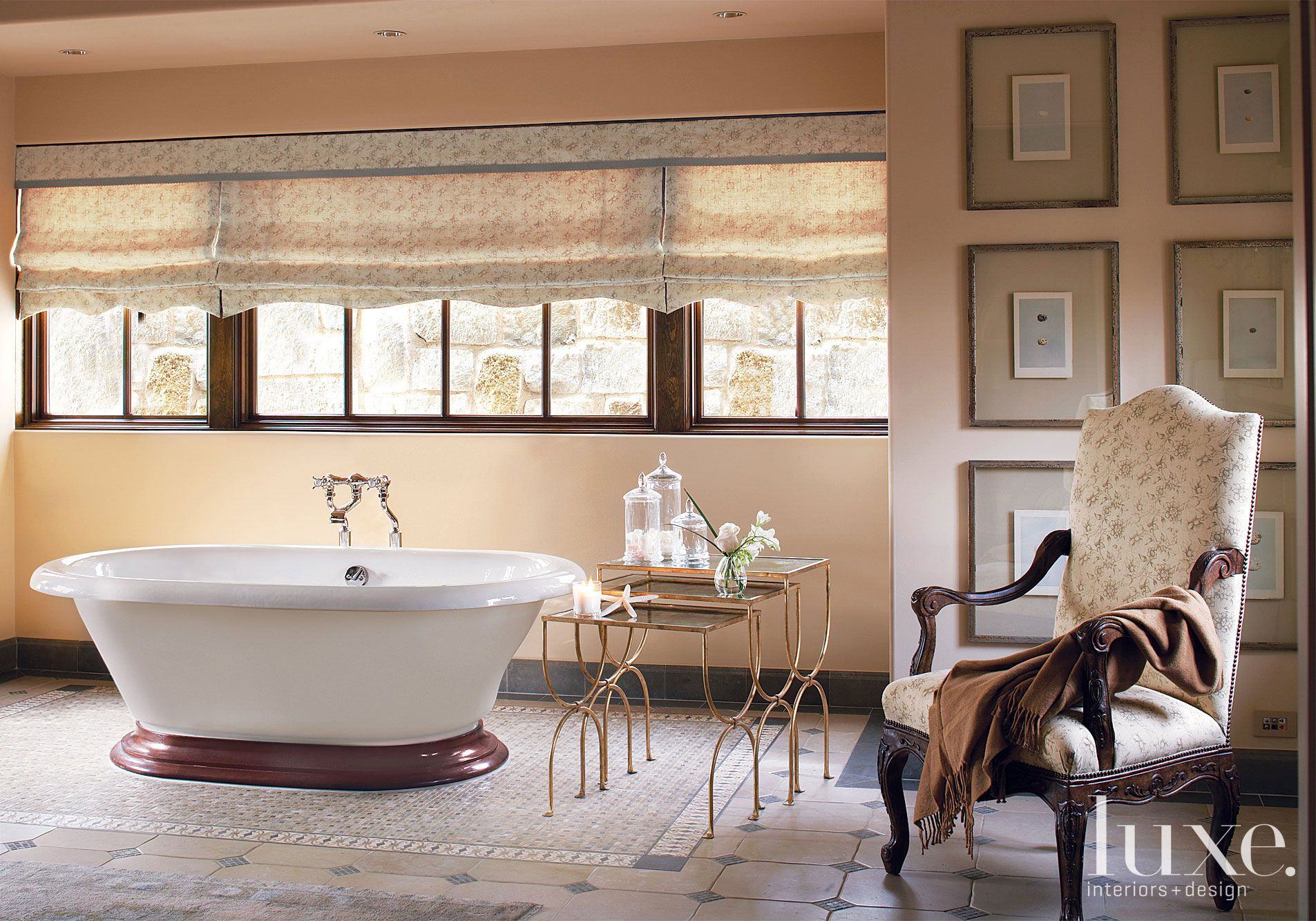 Traditional Cream Master Bath Tub