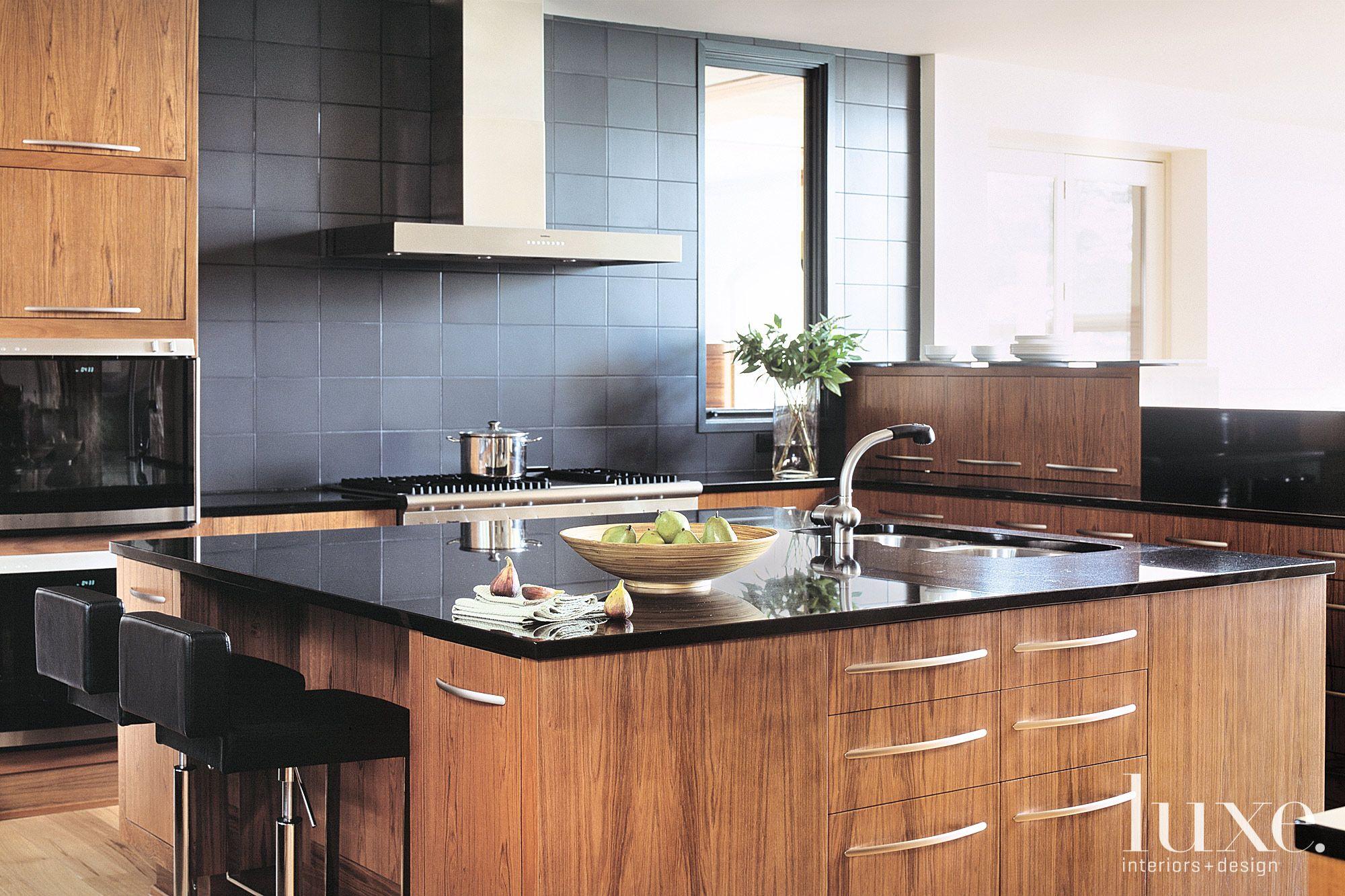 Contemporary Neutral Kitchen with Granite Backsplash