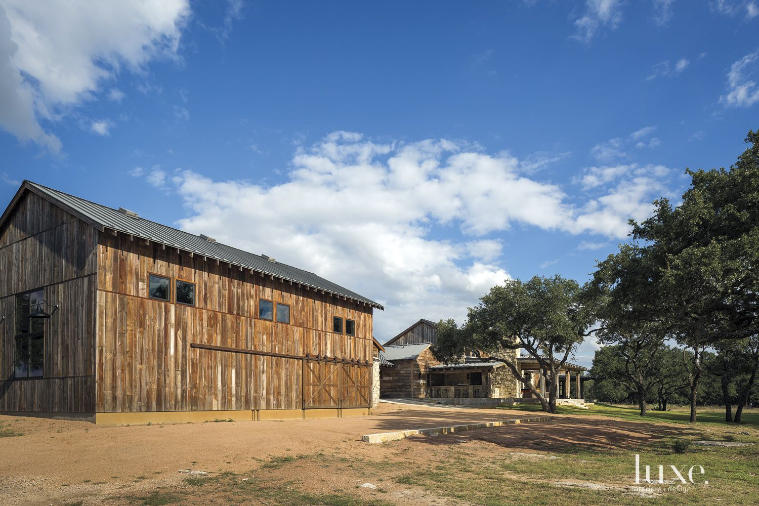 Country Barn-Style Exterior Landscape