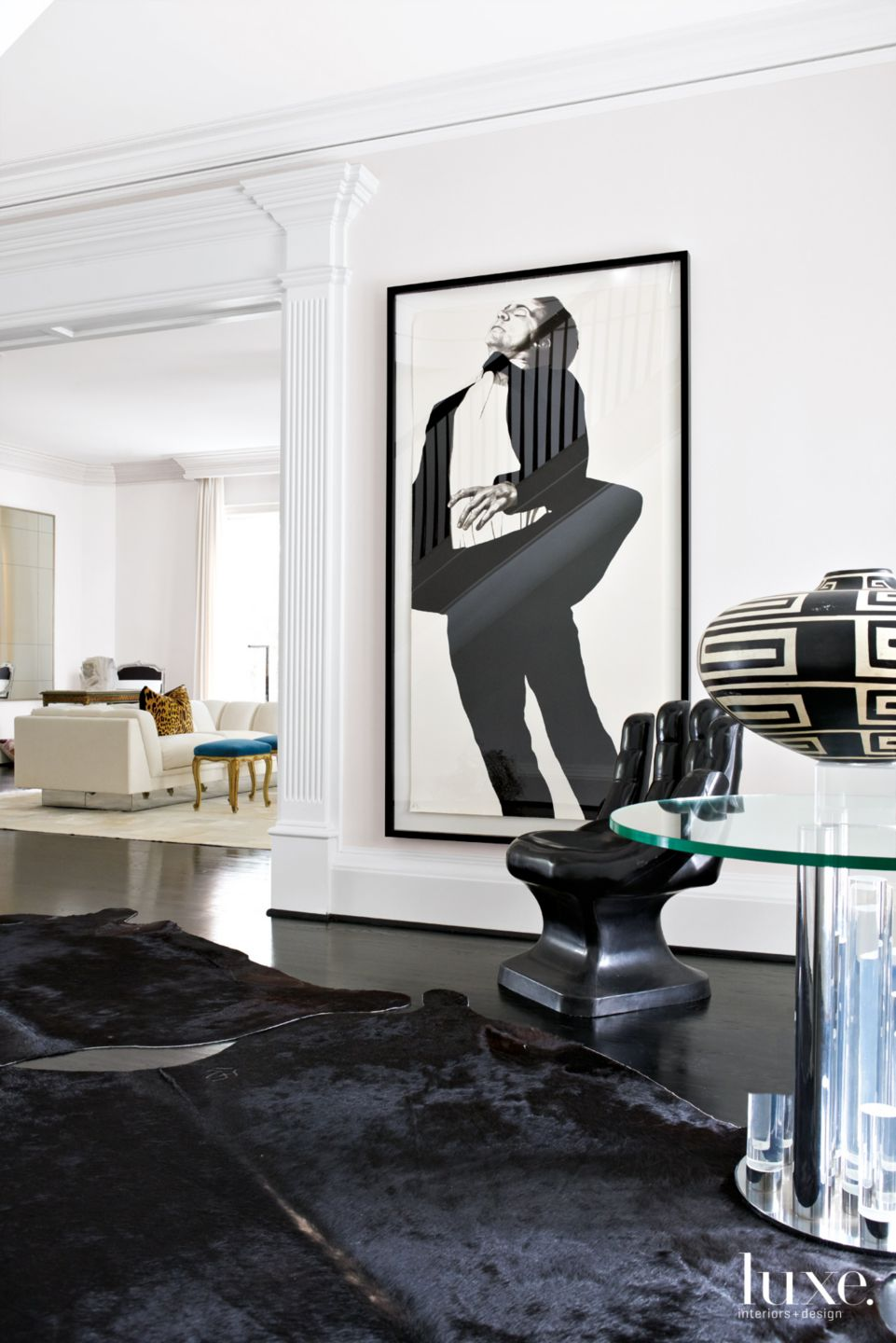 Modern White Entry Vignette with Black-and-White Lithograph