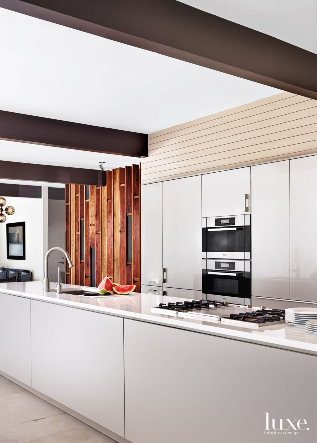 Contemporary Neutral Kitchen with Entry Wall