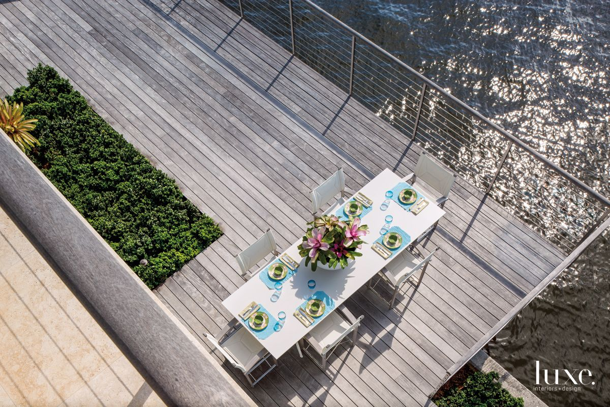 Modern Neutral Cantilevered Deck with Boat-Inspired Railing
