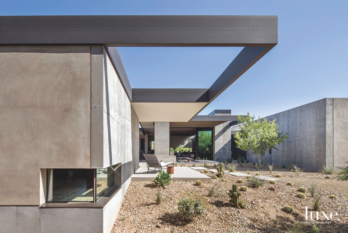 Courtyard that Conserves Water and Holds House
