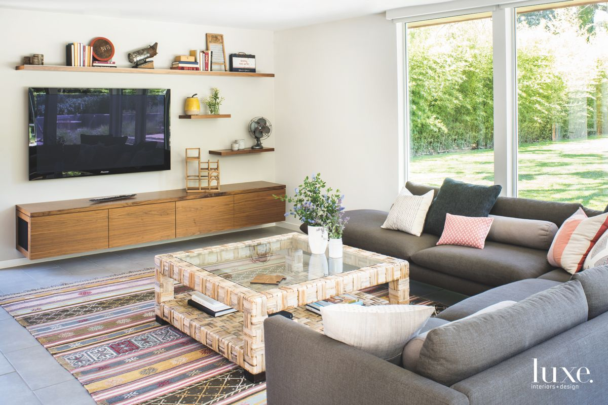Open TV Room Living Room with Sliding Doors and Patterned Rug