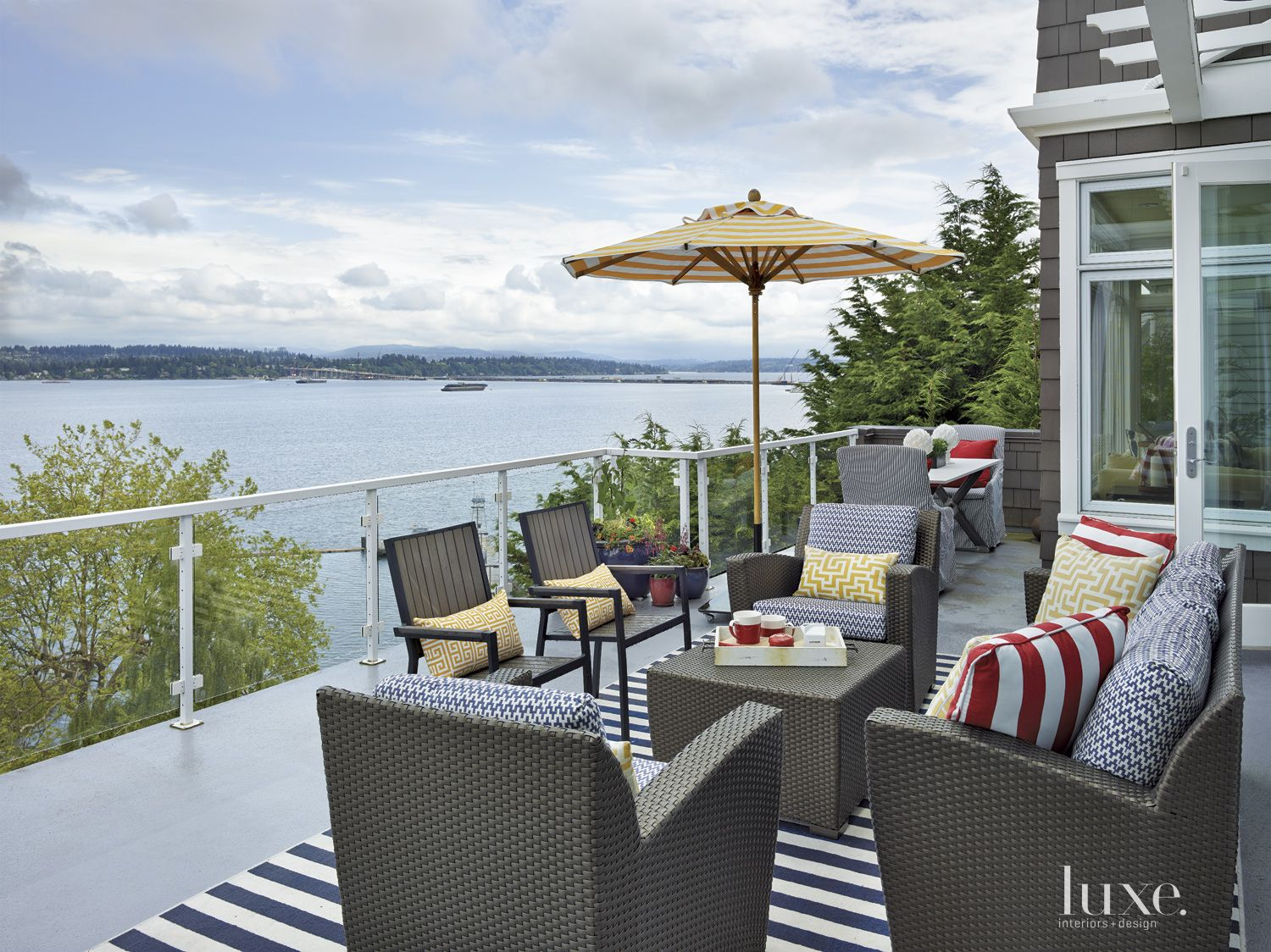 Contemporary Lakeside Deck with Mixed Patterns