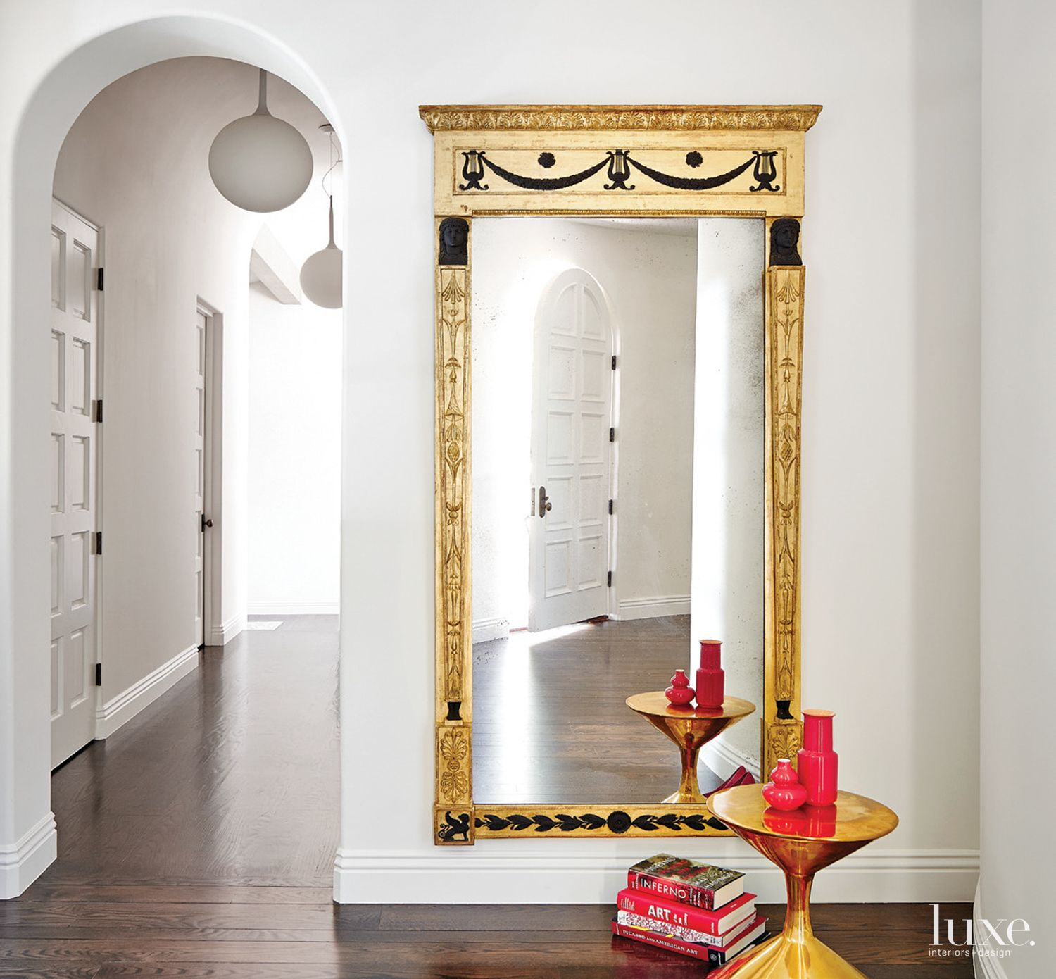 Contemporary White Entry with Gilded Side Table