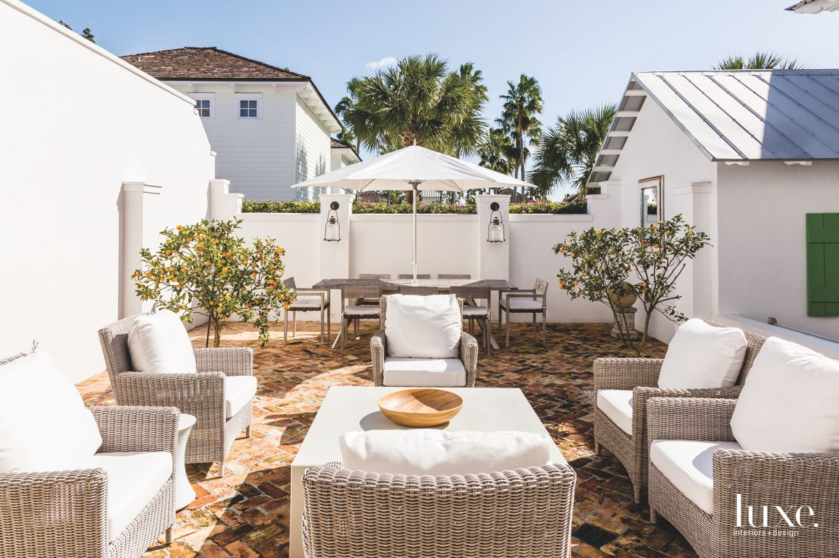 Wicker Outdoor Furniture Porch Patio with Dining Set and Umbrella